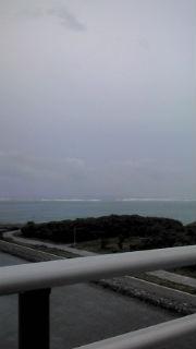 台風前の海